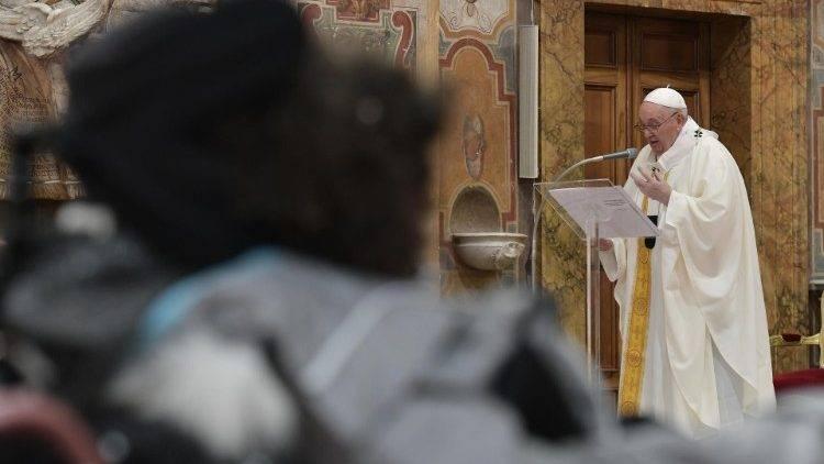 Papa recebe grupo de detentos de uma das prin
