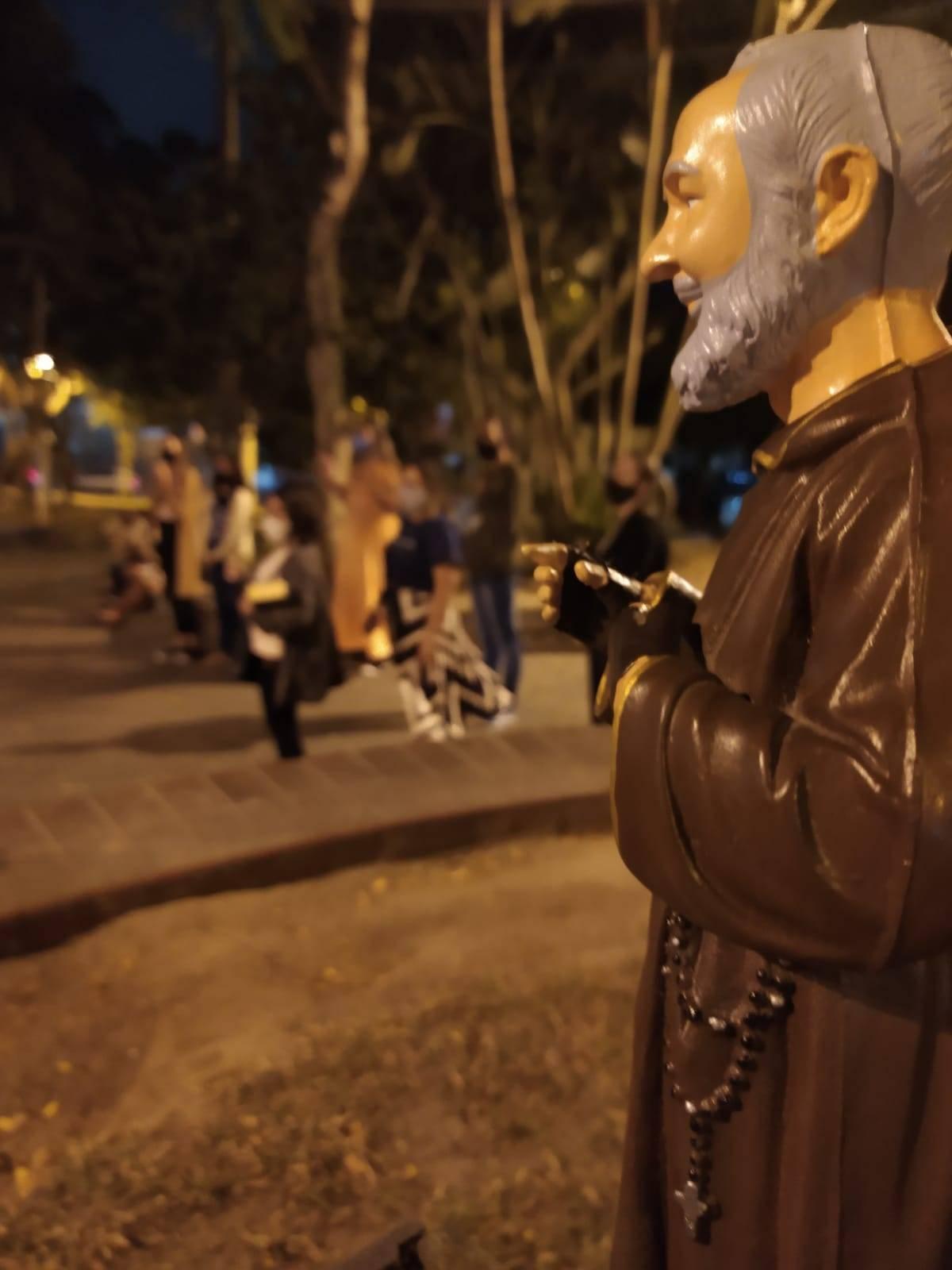 Comunidade Católica Ventre de Maria realiza m