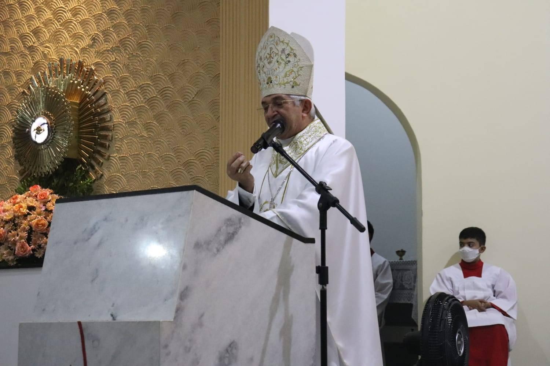 Dom Dulcênio celebra Missa em preparação à Fe