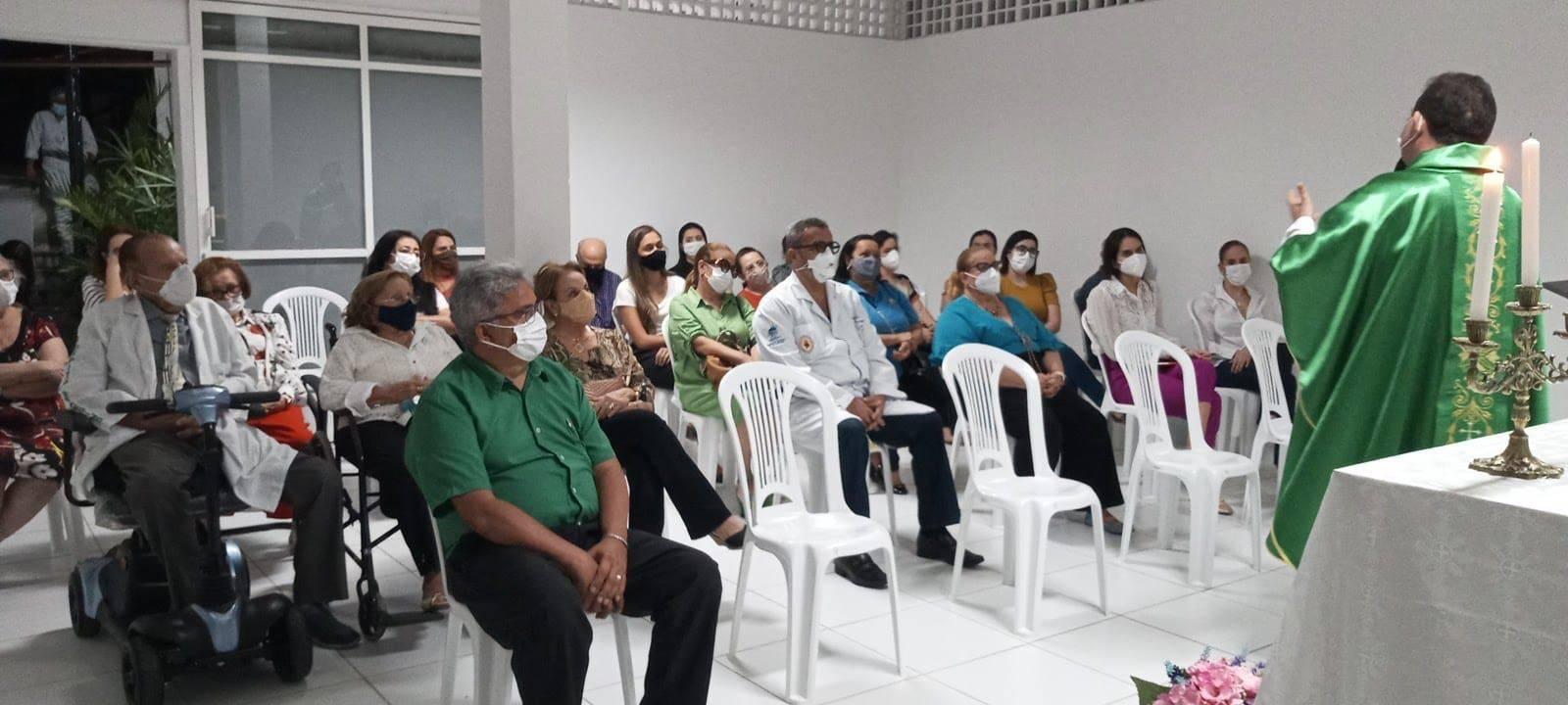 Padre Alexandre Moreira celebra Missa no Hosp